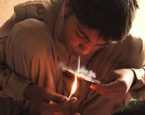 boy_addicted_afghanistan_taking_drugs